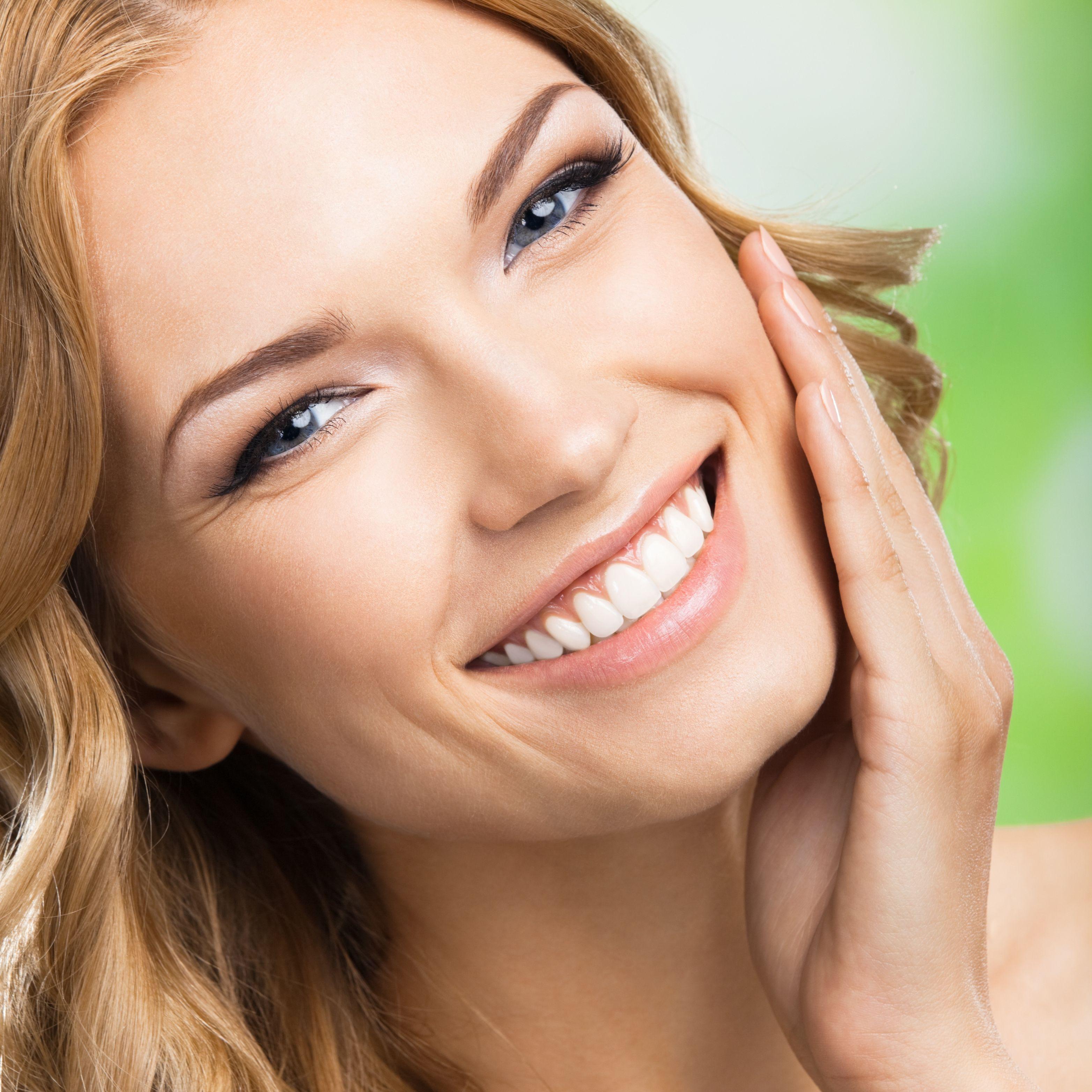 симпатичные женские улыбки стоковые фото костюм добавит